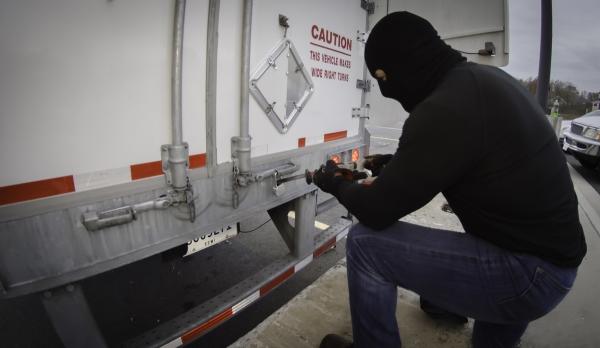 cargo-theft-2017-06-29-12-29